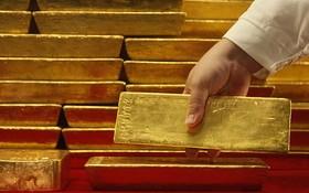 طلای جهانی ۱۳۲۳ دلار شد