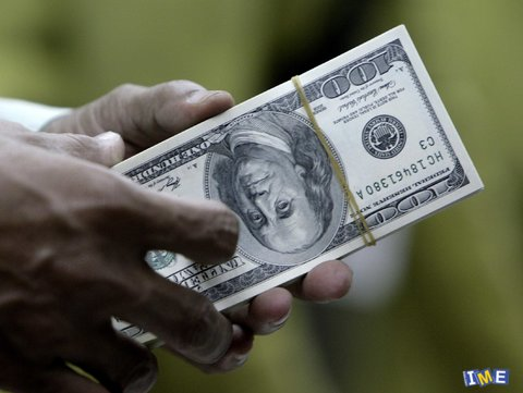 a-new-book-examines-the-worlds-love-hate-relationship-with-the-dollar.jpg