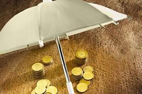 """خیال سرمایه گذاران بازار طلا، تخت شد/ """"پوشش ریسک"""" از طریق معاملات مشتقه"""
