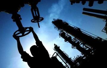 خطر سقوط نفت به پایین ۶۰ دلار