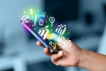 تجربه سرمایه گذاری حرفه ای در بازار آتی و آپشن بورس کالا/ ۸۷درصد معامله گران آتی، آنلاین شده اند