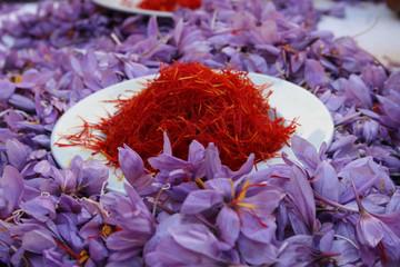 انعقاد بیش از ۱۶۶ هزار قرارداد آتی زعفران در بورس کالا
