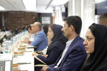 نشست هم اندیشی معاملات گواهی سپرده و قراردادهای آتی پسته با حضور جمعی از کارگزاران و معامله گران کالایی در بورس کالای ایران