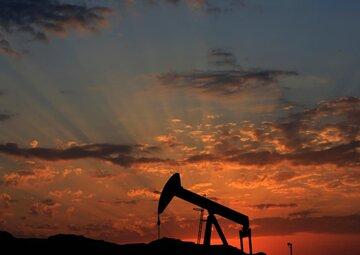 کاهش قیمت نفت به زیر ۵۷ دلار