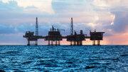 ریزش قیمت نفت موقتی از آب درآمد