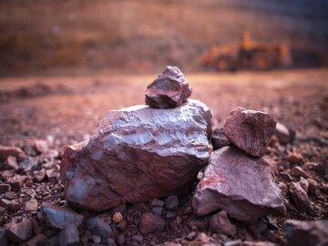 صعود بی سابقه سنگ آهن به حدود ۲۱۳ دلار