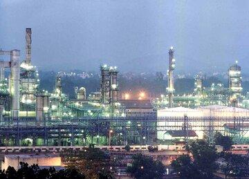 عرضه ۸۸ هزار تن فرآورده های نفتی و پتروشیمی در بورس کالا
