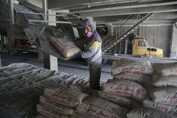 دلایل رئیس انجمن صنفی تولیدکنندگان سیمان برای فروش سیمان در بورس