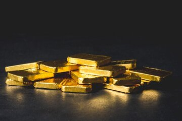 تقویت دلار قیمت جهانی طلا را پایین آورد